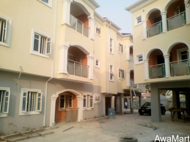 SELLING OR LEASING - Clean 10 numbers of 3 Bedroom Flat at Omole Phase 2 (Call - 08033424453) - 2