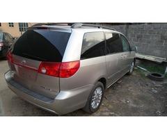 2007 Toyota Sienna  - Image 1